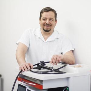 doc.MUDr. Štěpán Suchánek, Ph.D. - Jednatel a odborný garant